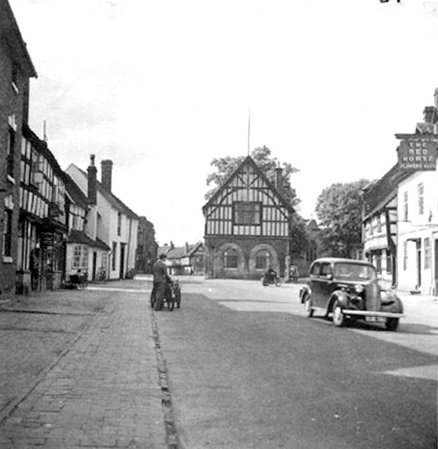 Henley Street, Alcester, showing the Town Hall.  1940s |  IMAGE LOCATION: (Warwickshire County Record Office)