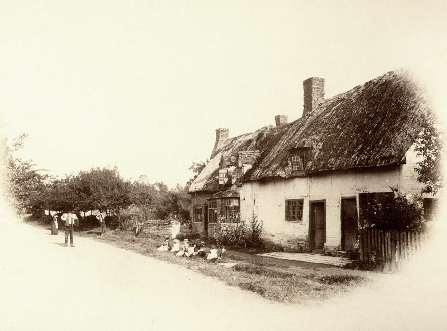 Cottages in Welford on Avon.  1890s |  IMAGE LOCATION: (Warwickshire County Record Office)