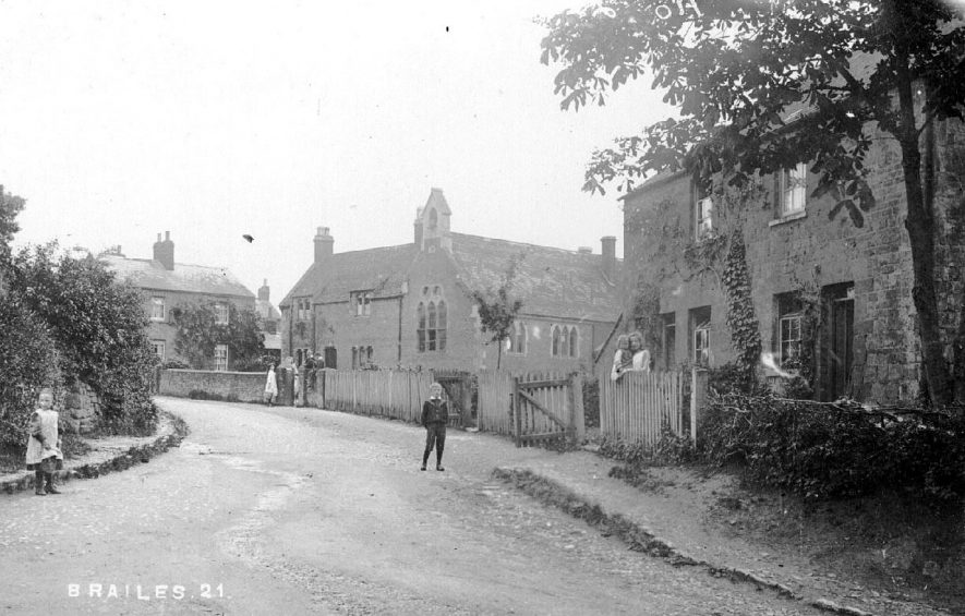 A street scene, Lower Brailes.  1910s |  IMAGE LOCATION: (Warwickshire County Record Office)
