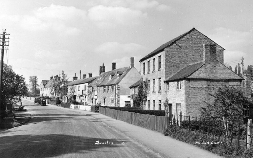 The main street, Upper Brailes.  1950s |  IMAGE LOCATION: (Warwickshire County Record Office)