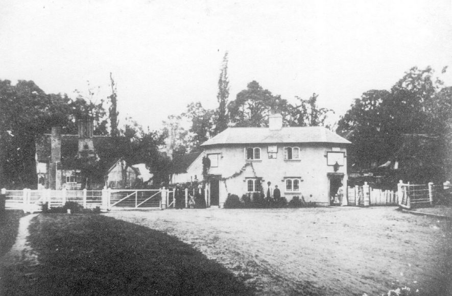 The old tollhouse at Arrow.  1900s    IMAGE LOCATION: (Warwickshire County Record Office)