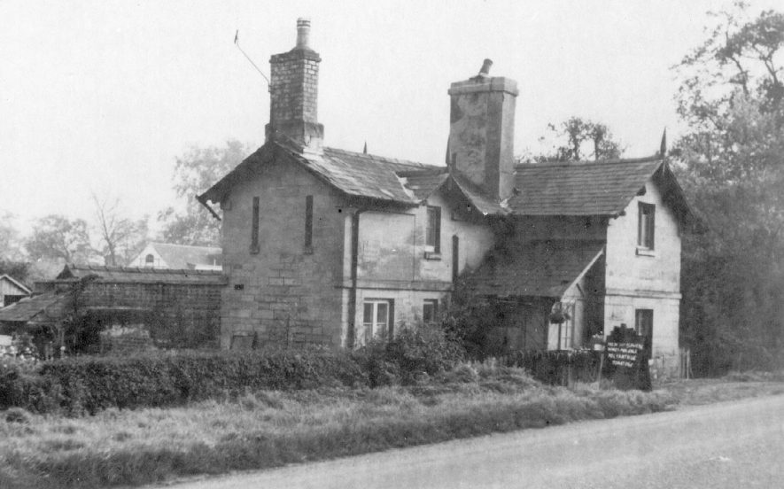 Guy's Cliffe Gate tollhouse, Warwick.  1900s |  IMAGE LOCATION: (Warwickshire County Record Office)