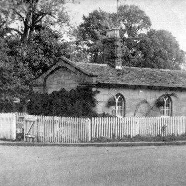 Warwick.  Banbury Road, Warwick Gate tollhouse