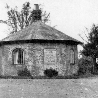 Weethley.  Weethley Gate Tollhouse