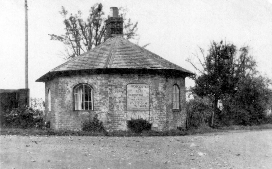 Weethley Gate tollhouse, near Arrow and Wixford on A441.  1900s |  IMAGE LOCATION: (Warwickshire County Record Office)