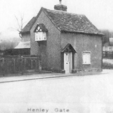 Henley in Arden.  Henley Gate toll house