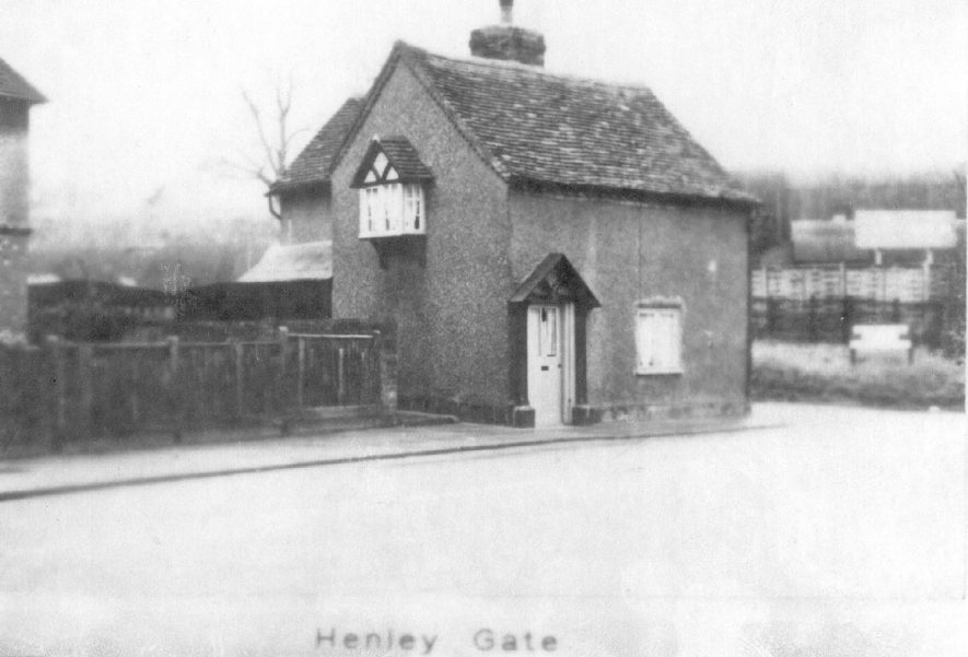 Toll and weigh house at the north end of Henley in Arden High Street.  1900s |  IMAGE LOCATION: (Warwickshire County Record Office)