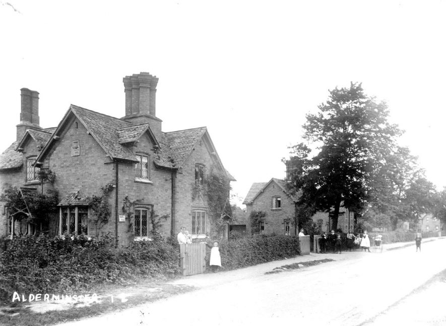 Cottages in Alderminster.  1900s |  IMAGE LOCATION: (Warwickshire County Record Office)