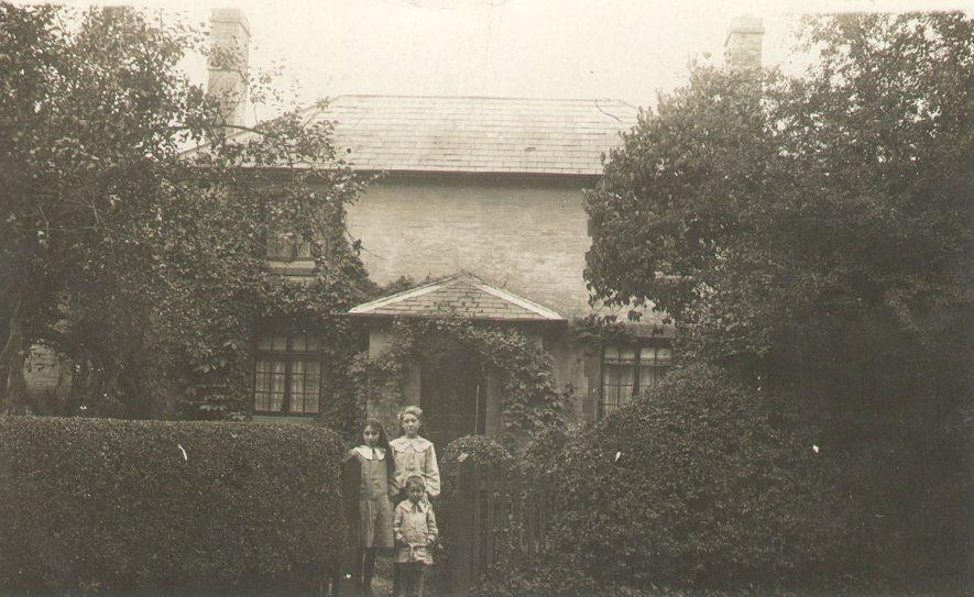 Avon Cottage, Alveston.  1910s |  IMAGE LOCATION: (Warwickshire County Record Office)