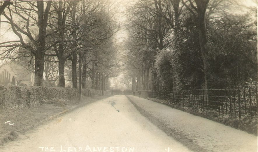 The Leys, Alveston.  1910s |  IMAGE LOCATION: (Warwickshire County Record Office)