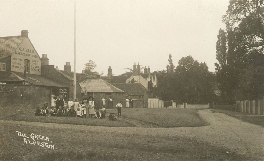 The Green, Alveston.  1910s |  IMAGE LOCATION: (Warwickshire County Record Office)