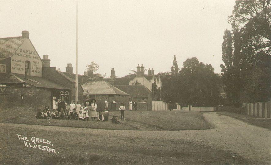 The Green, Alveston.  1910s |  IMAGE LOCATION: (Warwickshire County Record Office)