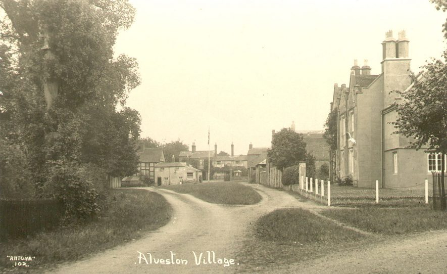 A view of Alveston village.  1920s |  IMAGE LOCATION: (Warwickshire County Record Office)