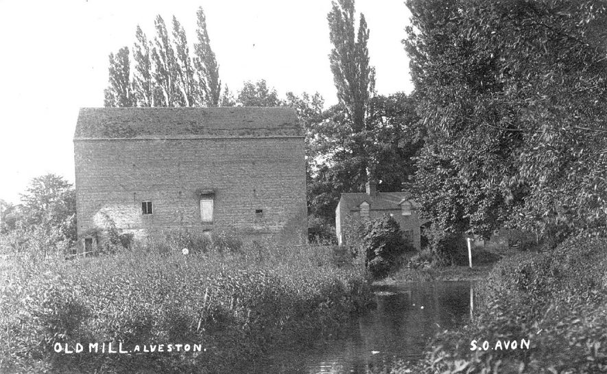 The Old Mill at Alveston.  1910s |  IMAGE LOCATION: (Warwickshire County Record Office)