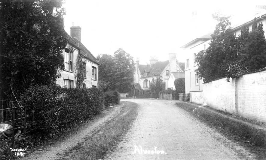 Village Street, Alveston.  1920s |  IMAGE LOCATION: (Warwickshire County Record Office)