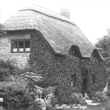 Ardens Grafton.  Grafton cottage