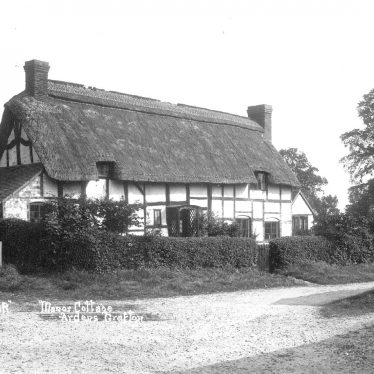 Ardens Grafton.  Manor Cottage