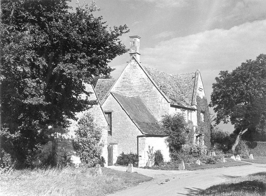 A stone built house in Armscote.  1950s    IMAGE LOCATION: (Warwickshire County Record Office)