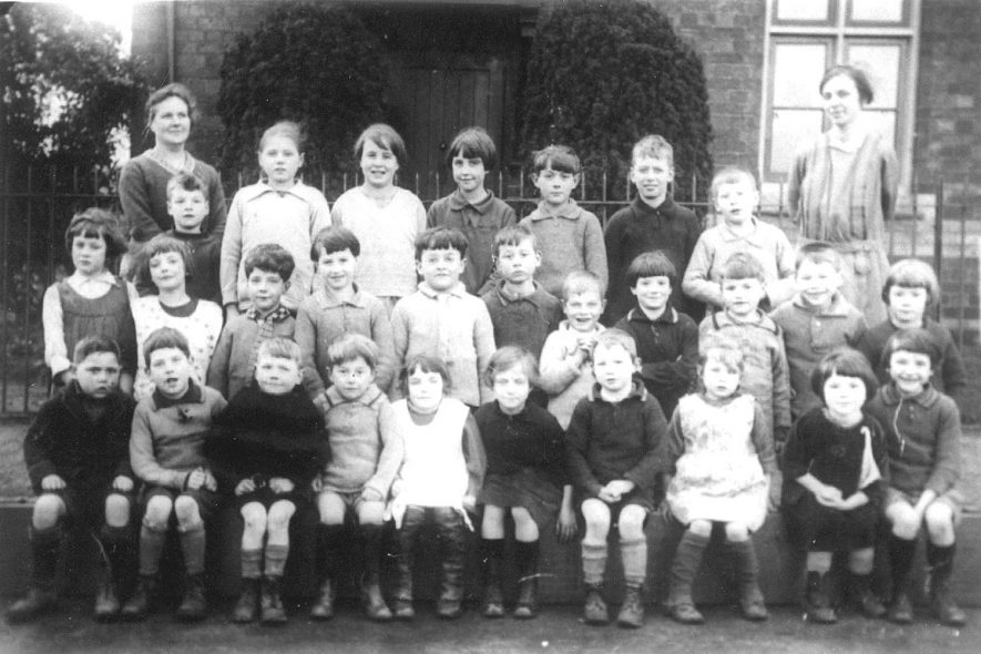 Group of school children in Ashorne.  1920s |  IMAGE LOCATION: (Warwickshire County Record Office)