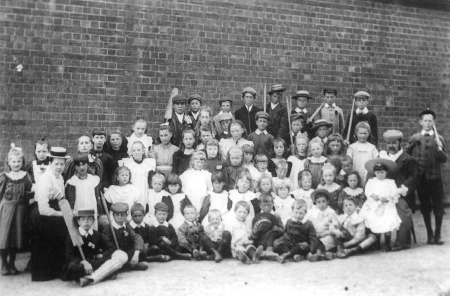 A group of school children, Ashorne.  1910s |  IMAGE LOCATION: (Warwickshire County Record Office)