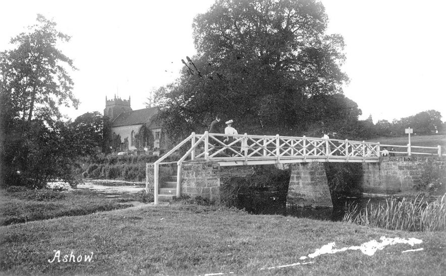 The footbridge over the River Avon at Ashow.  1900s |  IMAGE LOCATION: (Warwickshire County Record Office)