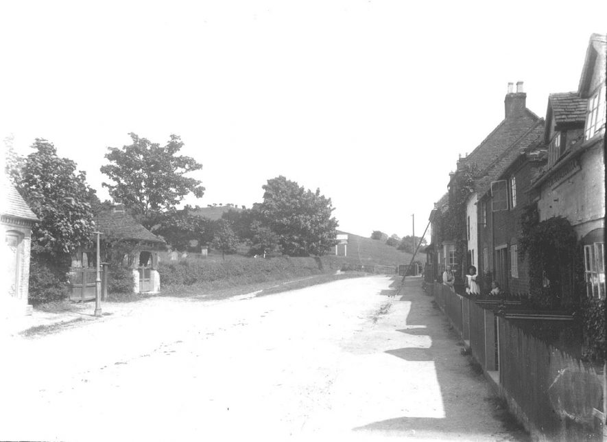 A village lane in Beaudesert.  1900s |  IMAGE LOCATION: (Warwickshire County Record Office)