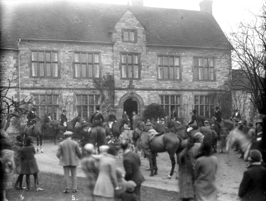 The Hunt Meet at Billesley Hall.  1930s |  IMAGE LOCATION: (Warwickshire County Record Office)