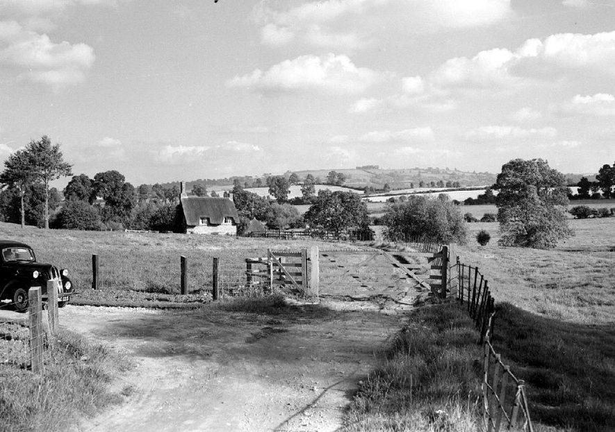 View of Brailes Hill, Shipston on Stour.  1956 |  IMAGE LOCATION: (Warwickshire County Record Office)