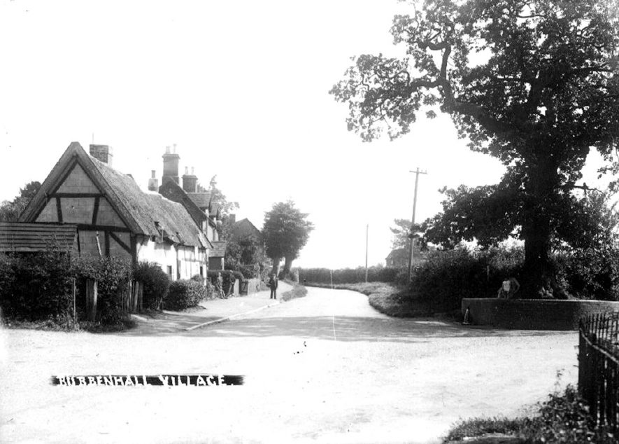 Thatched and other cottages in Bubbenhall.  1930s |  IMAGE LOCATION: (Warwickshire County Record Office)