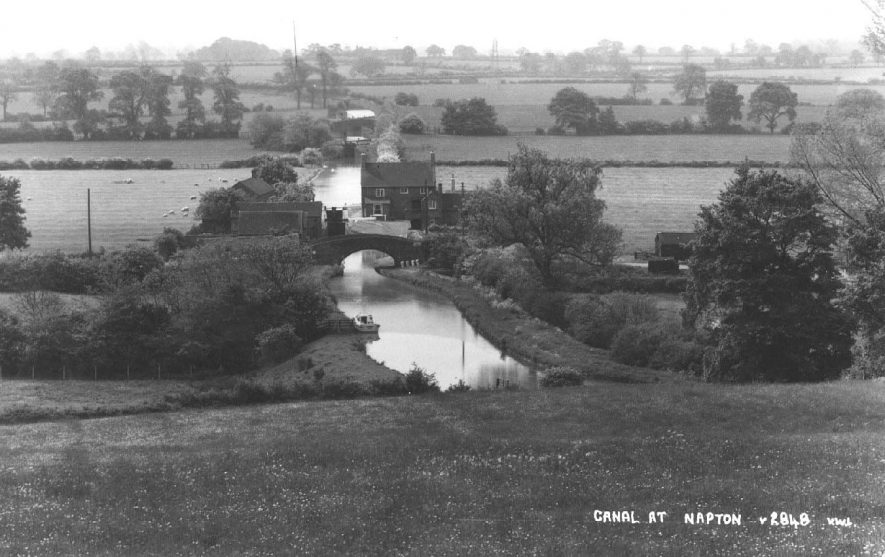 The Oxford Canal at Napton, view from the north.  1930s |  IMAGE LOCATION: (Warwickshire County Record Office)