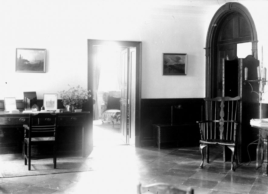 Interior of Charlecote Park house.  1900s |  IMAGE LOCATION: (Warwickshire County Record Office)
