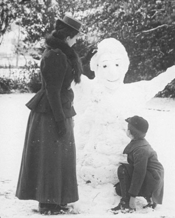 Marshall Findlay and his step mother, Lilian Maud nee Smith, daughter of the Vicar of Brailes, building a snowman, Lower Brailes.  1900s |  IMAGE LOCATION: (Warwickshire County Record Office) PEOPLE IN PHOTO: Findlay, Mrs Lilian Maud, Findlay as a surname