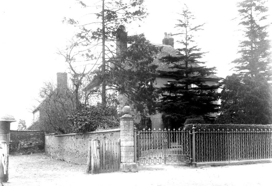 Front gates of a house in Clifford Chambers.  1910s |  IMAGE LOCATION: (Warwickshire County Record Office)