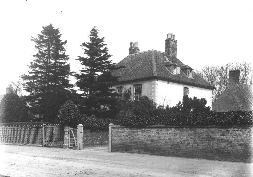 A detached house in Clifford Chambers.  1900s |  IMAGE LOCATION: (Warwickshire County Record Office)