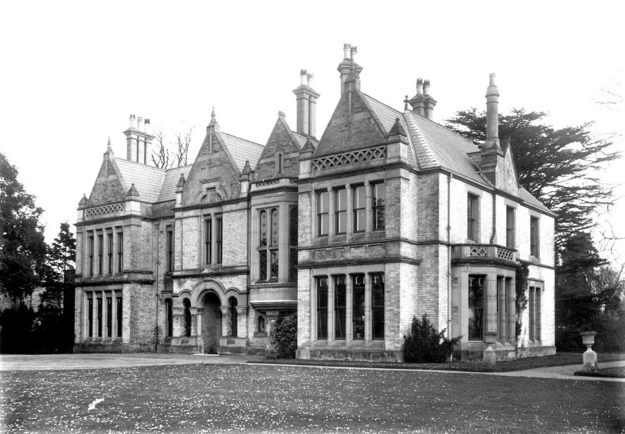 A large Victorian house in Ettington.  1900s |  IMAGE LOCATION: (Warwickshire County Record Office)