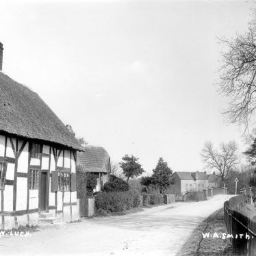 Hampton Lucy.  Thatched timbered cottage