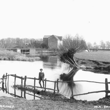 Hampton Lucy.  Charlecote Mill