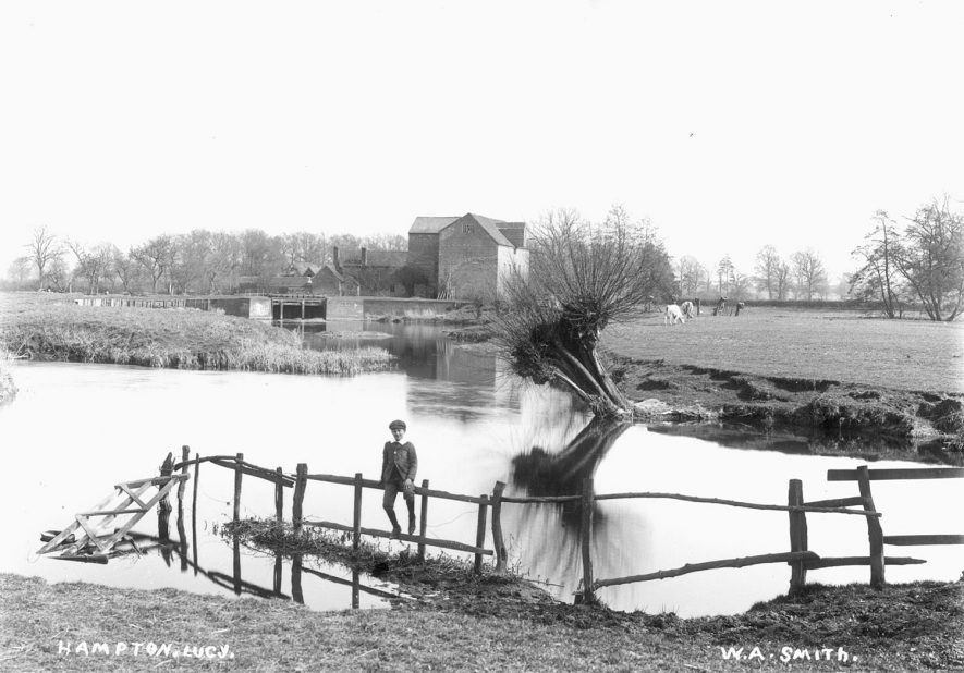 The River Avon at Hampton Lucy looking towards Charlecote Mill.  1900s |  IMAGE LOCATION: (Warwickshire County Record Office)