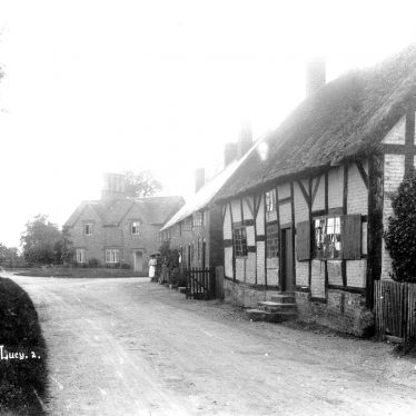 Hampton Lucy.  Cottages