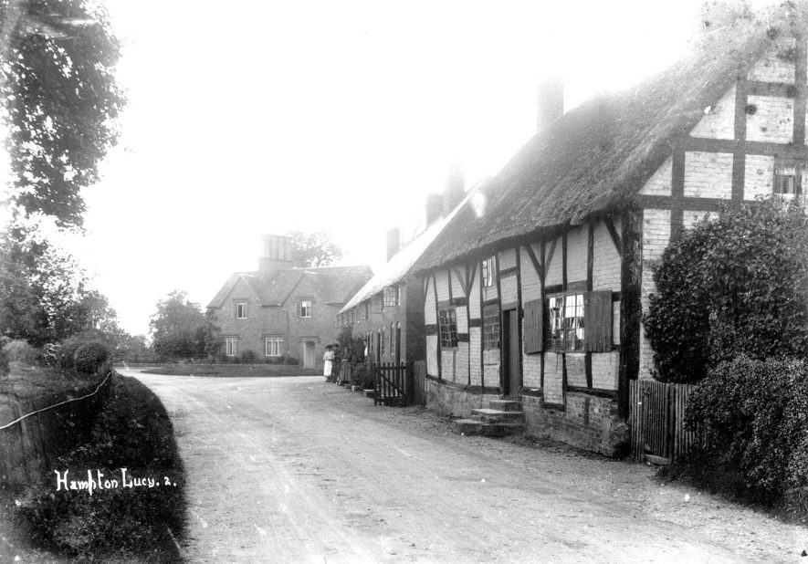 A street and cottages in Hampton Lucy.  1900s |  IMAGE LOCATION: (Warwickshire County Record Office)