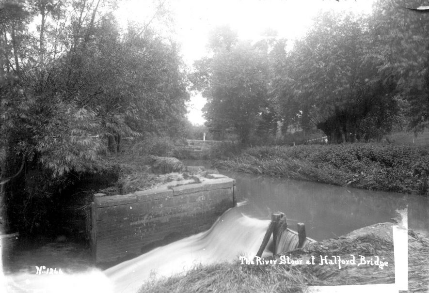 The River Stour at Halford Bridge, Halford.  1910s |  IMAGE LOCATION: (Warwickshire County Record Office)