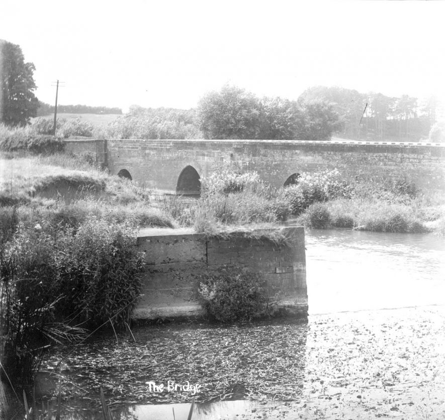 The bridge and River Stour at Halford.  1930s |  IMAGE LOCATION: (Warwickshire County Record Office)