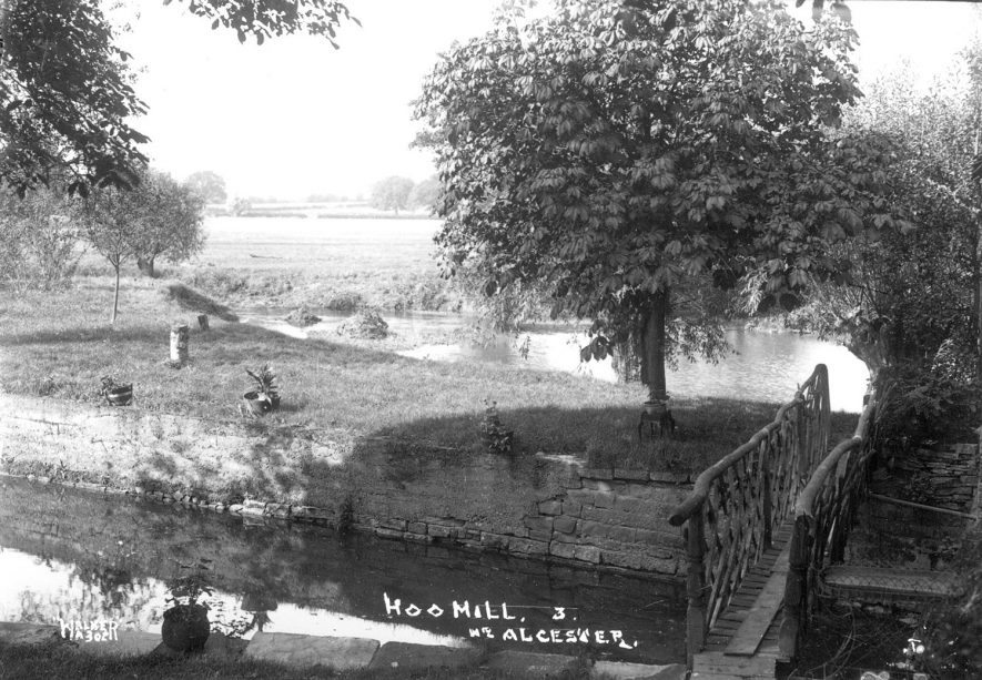 View from the front of Hoo Mill, near Alcester.  1930s |  IMAGE LOCATION: (Warwickshire County Record Office)