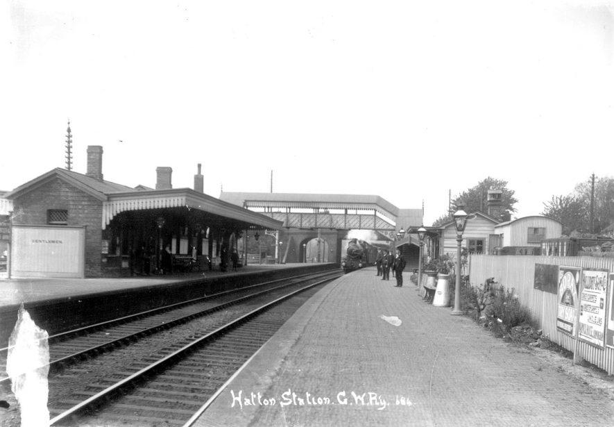 Hatton railway station.  Great Western railway.  1910s |  IMAGE LOCATION: (Warwickshire County Record Office)