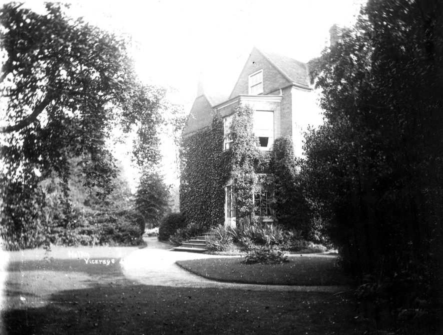 The vicarage at Hatton.  1910s |  IMAGE LOCATION: (Warwickshire County Record Office)