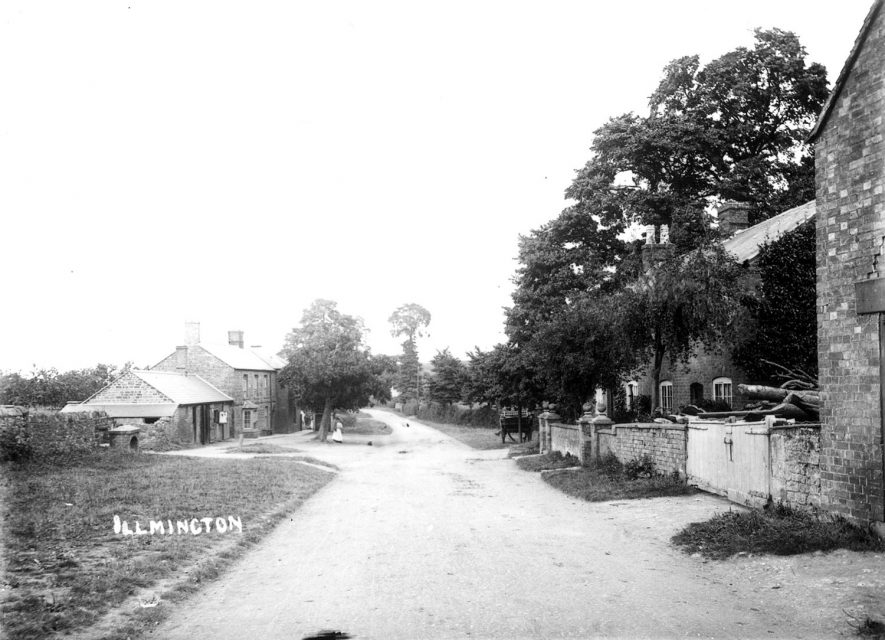 A street with cottages in Ilmington.  1900s |  IMAGE LOCATION: (Warwickshire County Record Office)