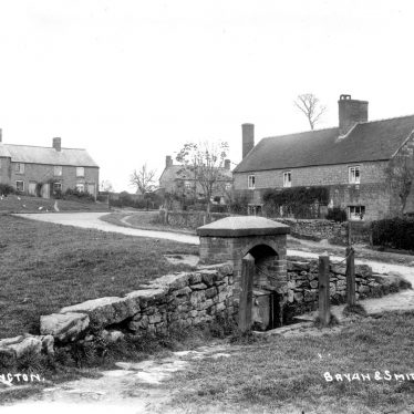 Ilmington.  Village well