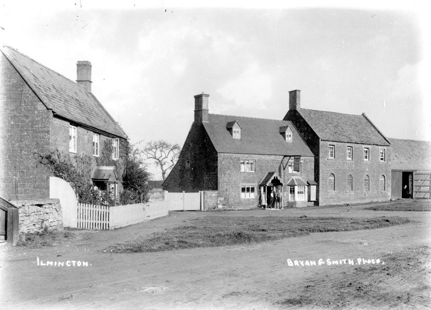 Cottages and farm building in Ilmington.  1900s |  IMAGE LOCATION: (Warwickshire County Record Office)