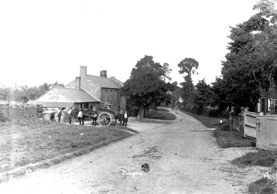 Lane in Ilmington, with horse and cart in front of a house.  1900s |  IMAGE LOCATION: (Warwickshire County Record Office)