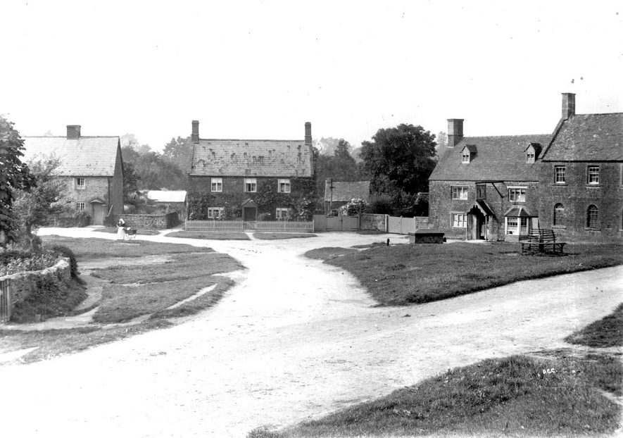 Cottages in the centre of Ilmington.  1900s |  IMAGE LOCATION: (Warwickshire County Record Office)